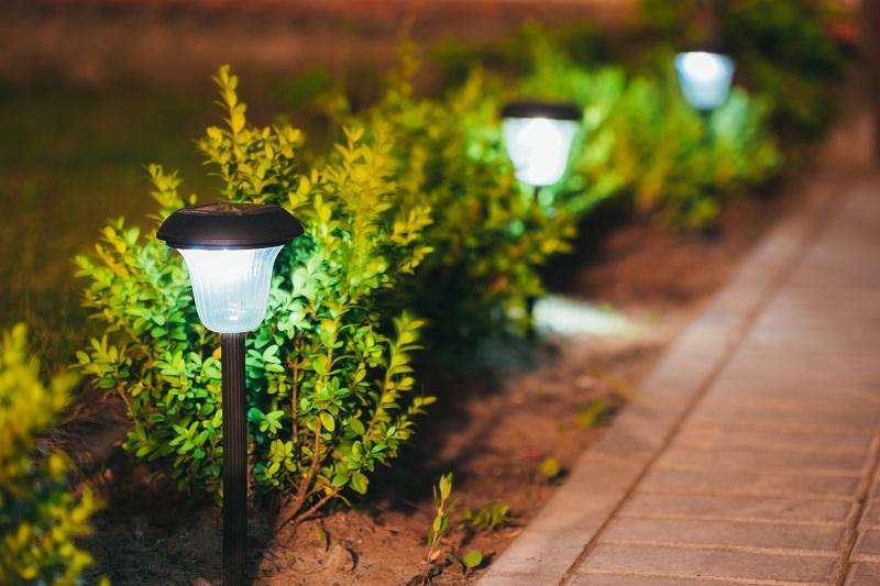 Lampy solarne jako elementy oświetlenia ogrodu